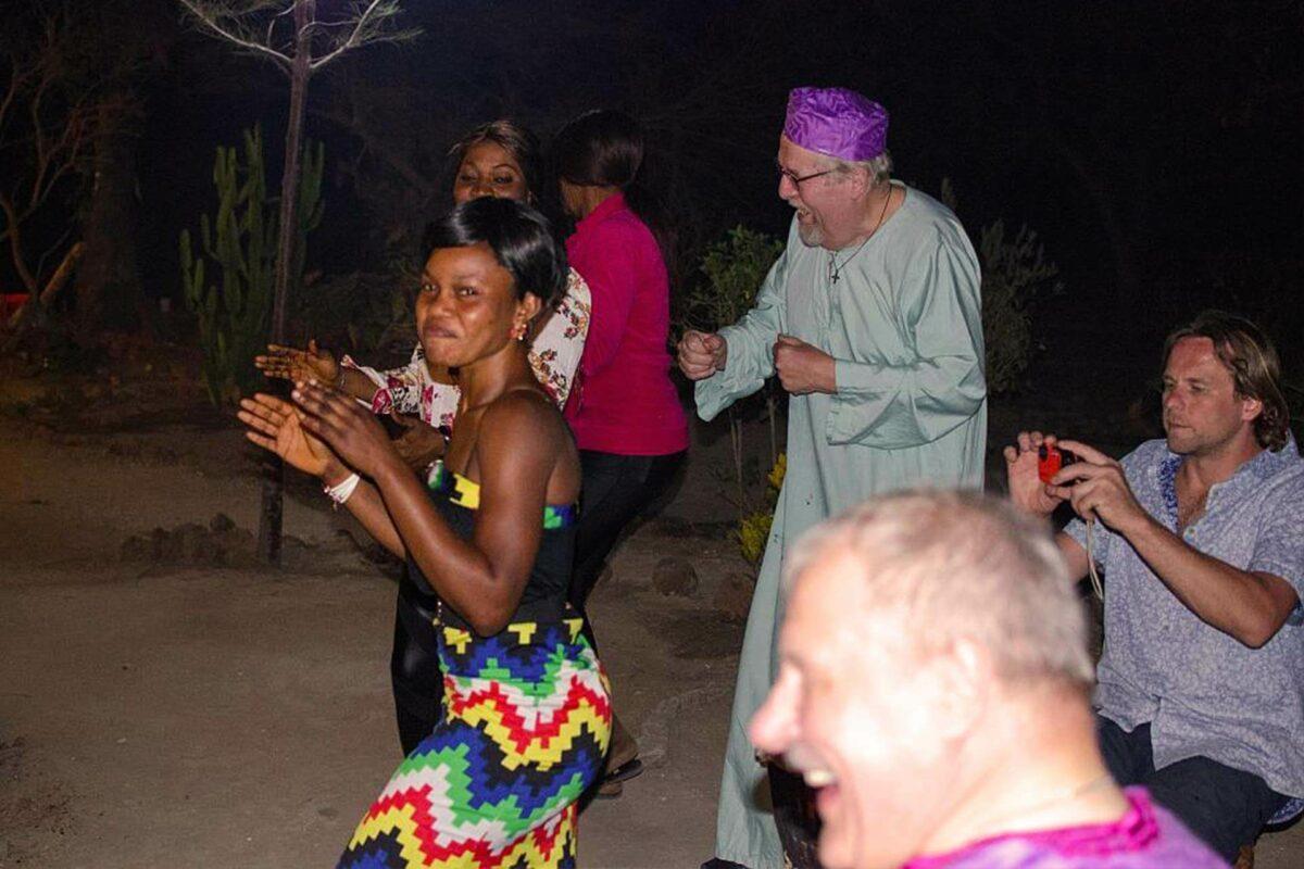 Nehmen Sie an einem gambischen Tanzworkshop teil