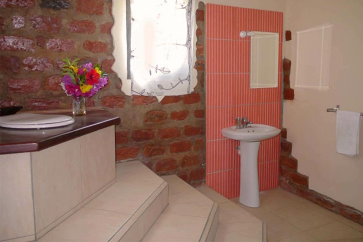 Sunbird House accommodation | interior | bathroom