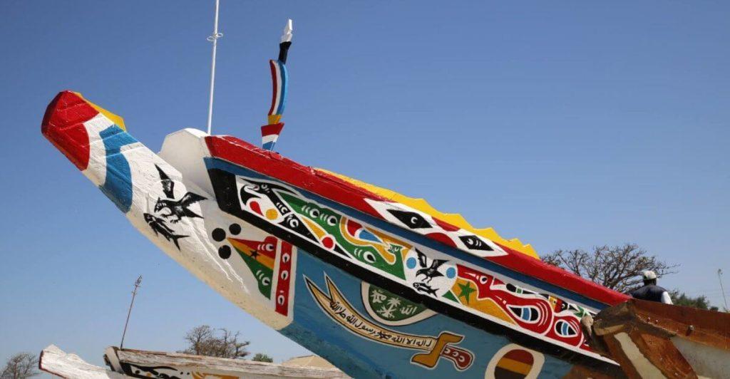 Barco de pesca típico de Gambia